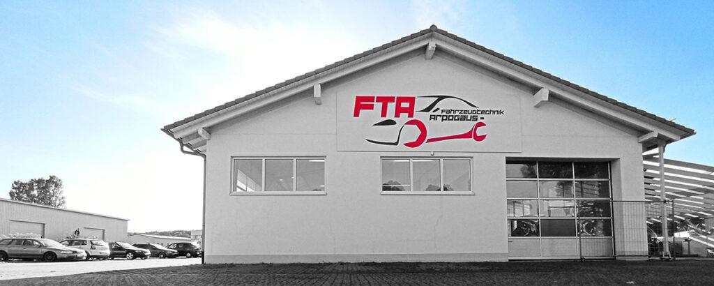 Werkstattgebäude der FTA Fahrzeug-Technik-Arpogaus. Autowerkstatt ihres Vertrauens.